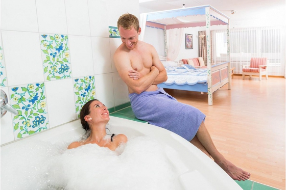Séjour romantique en Valais - Suite Junior avec jacuzzi 2 [article_picture_small]