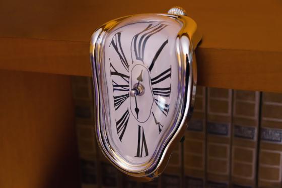 Design Uhr - schmelzend