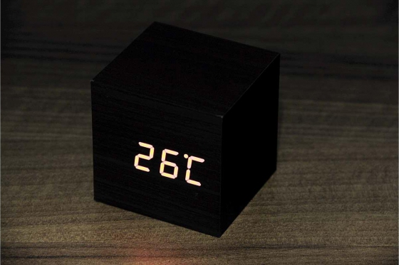 Wooden LED Wecker - The Tiny black 2