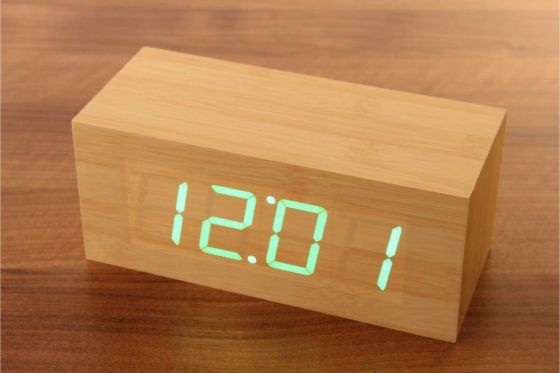 Wooden LED Wecker Cube - The Cube Bambuu