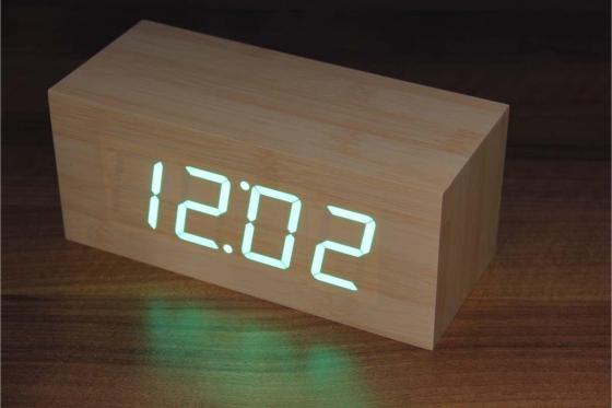 Wooden LED Wecker - The Cube Bambuu 2