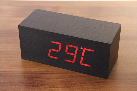 Wooden LED Wecker - The Cube schwarz 1