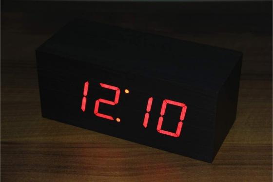 Wooden LED Wecker - The Cube schwarz 2