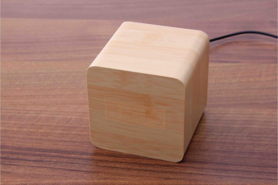 Wooden LED Wecker - The Karma bambus 2