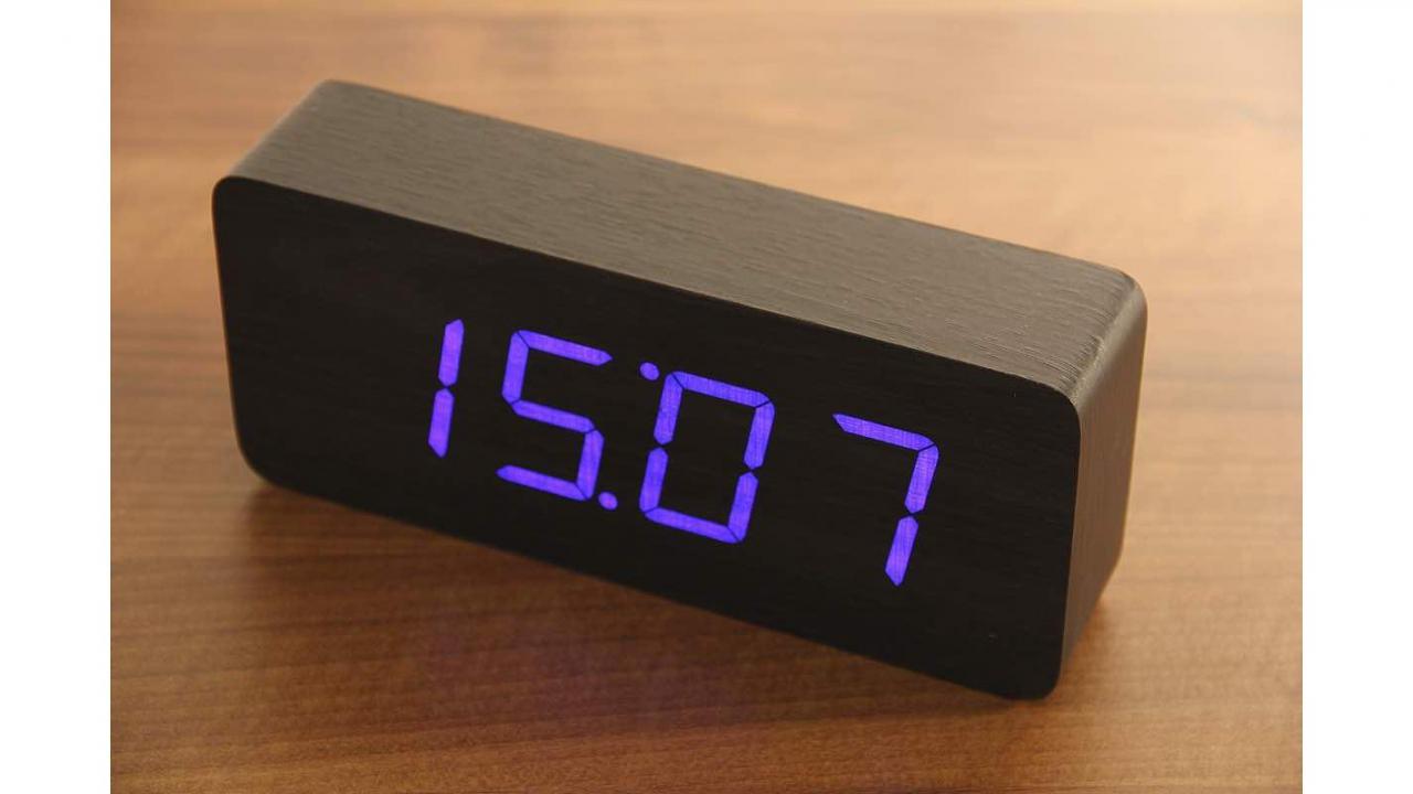 wooden led wecker. Black Bedroom Furniture Sets. Home Design Ideas