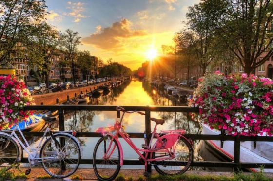 Amsterdam Kurztrip - Grachten, Stars und Bier für 2 Personen  [article_picture_small]