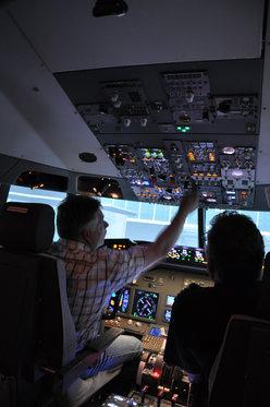 Flug Simulator Geschenk - im Cockpit einer Boeing 737 10 [article_picture_small]