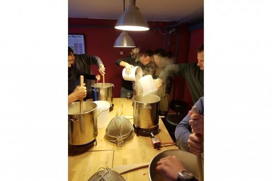 Cours de brassage - Inclus: bière à volonté, fondue et 4-5 litres de votre propre bière 5 [article_picture_small]