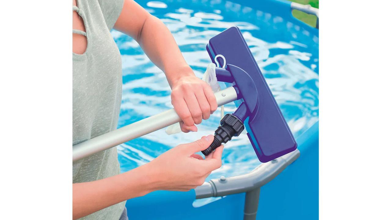 Set de nettoyage piscine for Nettoyage piscine