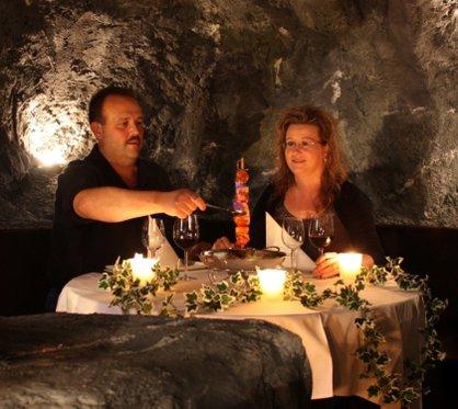 Tête-à-tête romantique - dans une grotte 2 [article_picture_small]