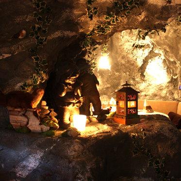 Tête-à-tête romantique - dans une grotte 5 [article_picture_small]