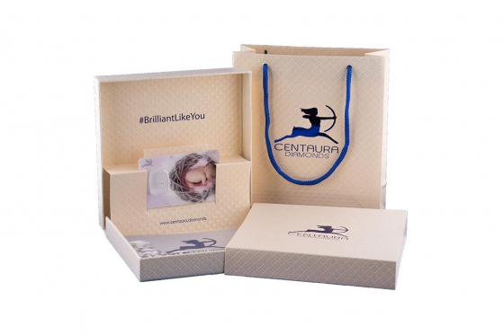 Carte cadeaux Diamant  - Bébé dans nid d'oiseau  1