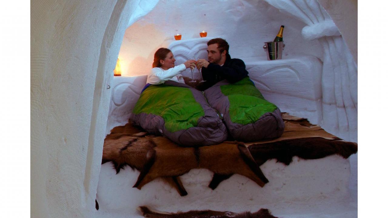 nuit romantique dans un igloo. Black Bedroom Furniture Sets. Home Design Ideas