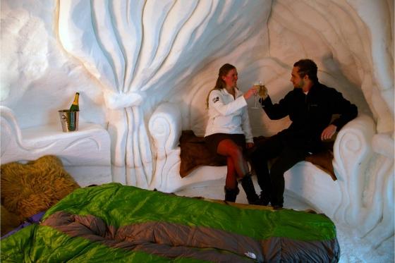 Romantische Iglu Übernachtung - inkl. Fondue, Schneeschuhwanderung, Champagner & Frühstück 2 [article_picture_small]
