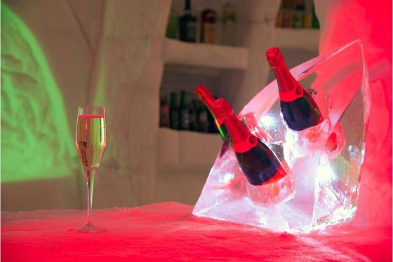 Romantische Iglu Übernachtung - inkl. Fondue, Schneeschuhwanderung, Champagner & Frühstück 10 [article_picture_small]