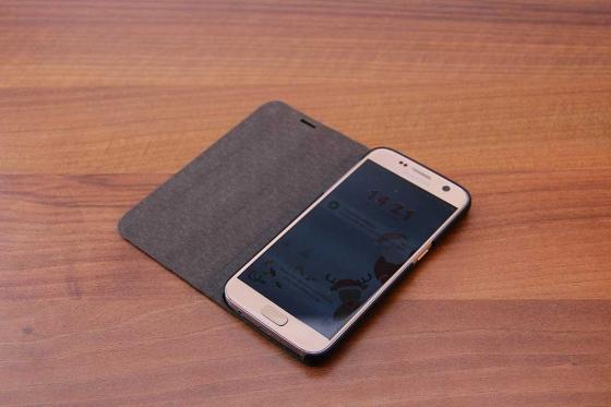 Samsung Galaxy S7 flip case - Sandelholz 1