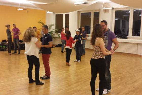 4 Wochen Tanzkurs für Anfänger - Salsa, Bachata oder Kizomba für 1 Person 1 [article_picture_small]