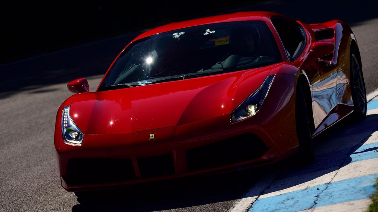 Circuit Du Laquais Calendrier.Pilotez Une Ferrari 488 Gtb 3 Tours Sur Le Circuit Du