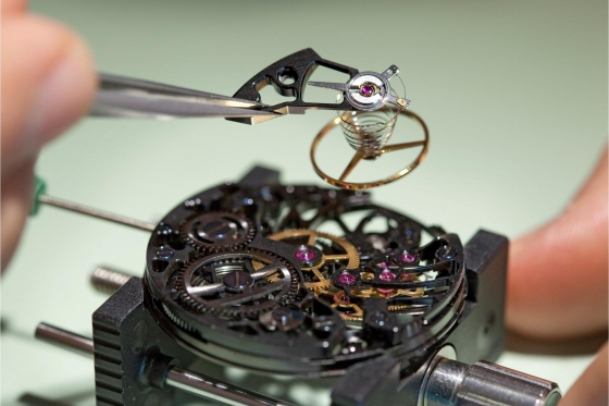 Initiation aux métiers d'art horlogers - Découverte de la gravure et de l'anglage main 4 [article_picture_small]