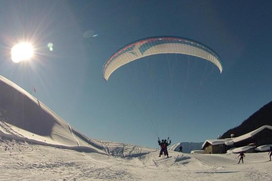 Gleitschirmflug, Skipass & Hotel - Bergabenteuer in Davos für 2 1 [article_picture_small]