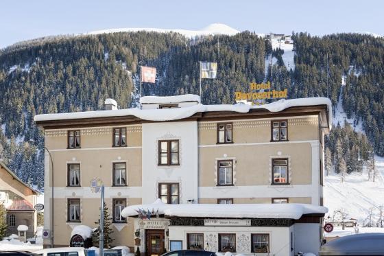 Gleitschirmflug, Skipass & Hotel - Bergabenteuer in Davos für 2 2 [article_picture_small]