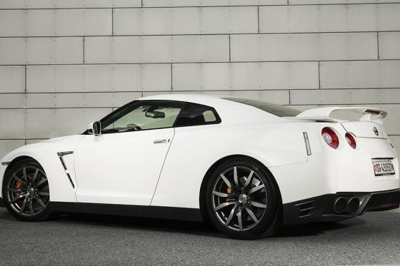 3h Nissan GTR Black Edition Miete - Fahrzeugmiete für 3 Stunden, inkl. 100 Freikilometer 2 [article_picture_small]