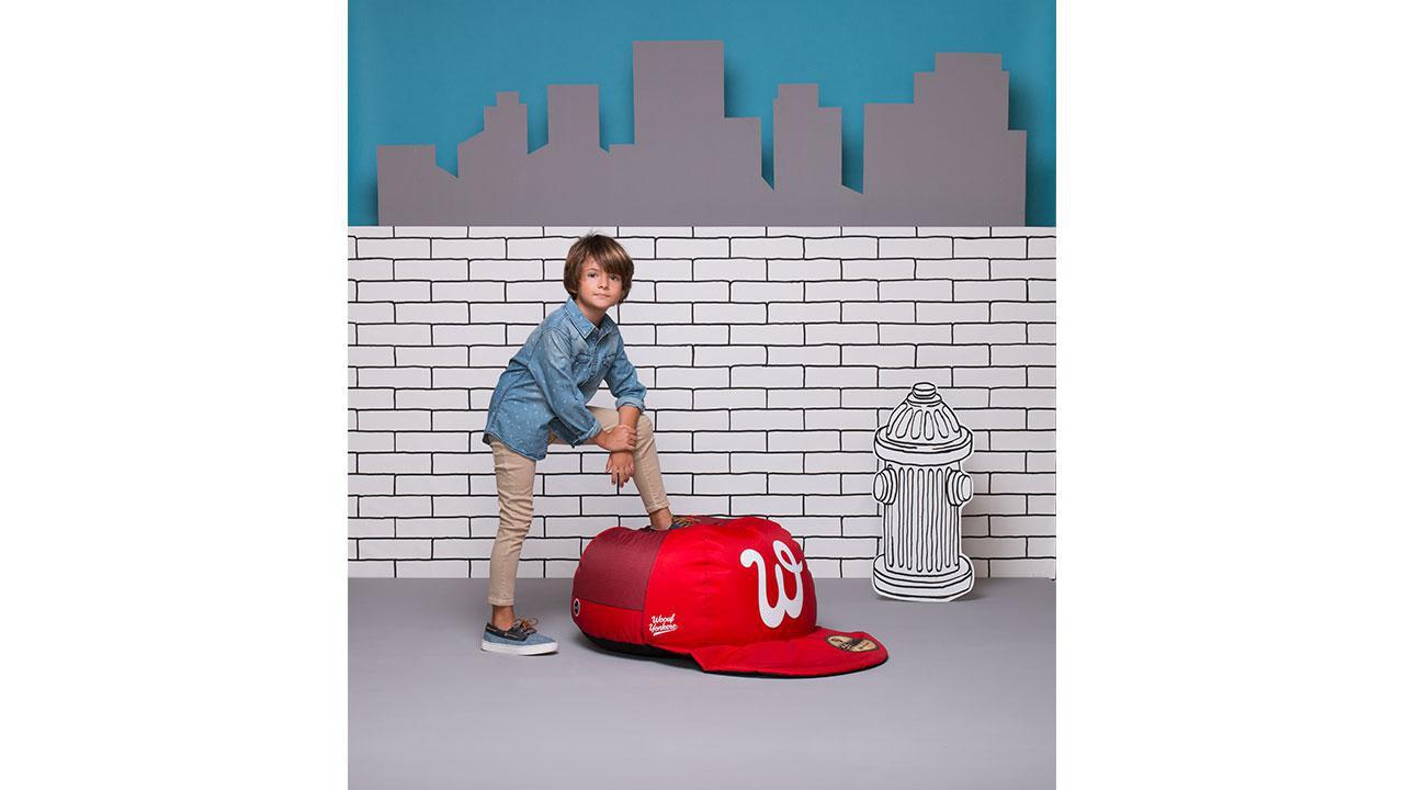pouf en forme de casquette pour enfants cadeaux24. Black Bedroom Furniture Sets. Home Design Ideas