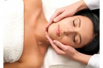 Gesichts- und Kopfmassage - 60-minütige Ayuverdische Massage mit Stirnölguss
