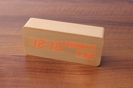 Wooden LED Wecker  - The Date