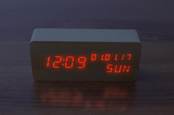 Wooden LED Wecker  - The Date 2
