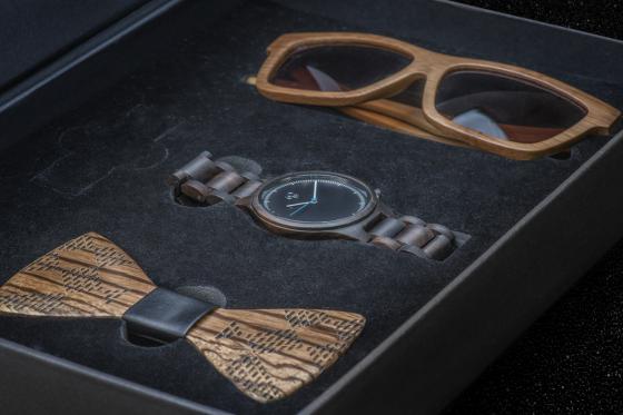 Geschenkbox Gentlemen Bambuu - inkl. Uhr, Sonnenbrille und Fliege 1