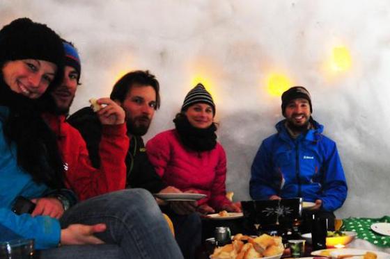 Iglu Abenteuer für 2 Personen - inkl. Fondue, Schlitteln & Schneeschuhlaufen 1 [article_picture_small]