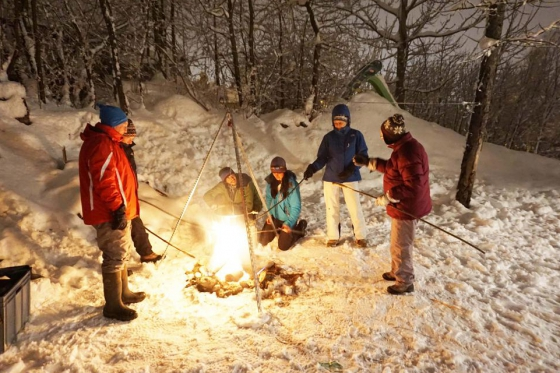 Iglu Abenteuer für 4 Personen - inkl. Fondue, Schlitteln & Schneeschuhlaufen  [article_picture_small]