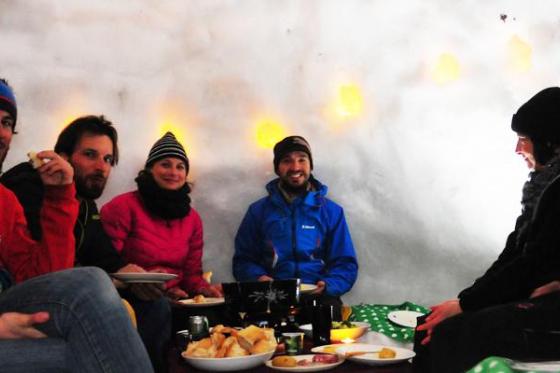 Iglu Abenteuer für 4 Personen - inkl. Fondue, Schlitteln & Schneeschuhlaufen 1 [article_picture_small]