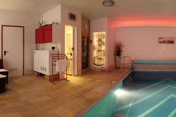 Une nuit ailleurs - 1 nuit, piscine intérieure chauffée, sauna et petit-déjeuner 1 [article_picture_small]