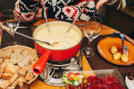 Menu fondue pour deux - Avec entrée, fondue neuchâteloise et dessert. À Neuchâtel  [article_picture_small]