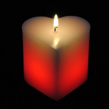 Kerze in Herzform - mit LED 1