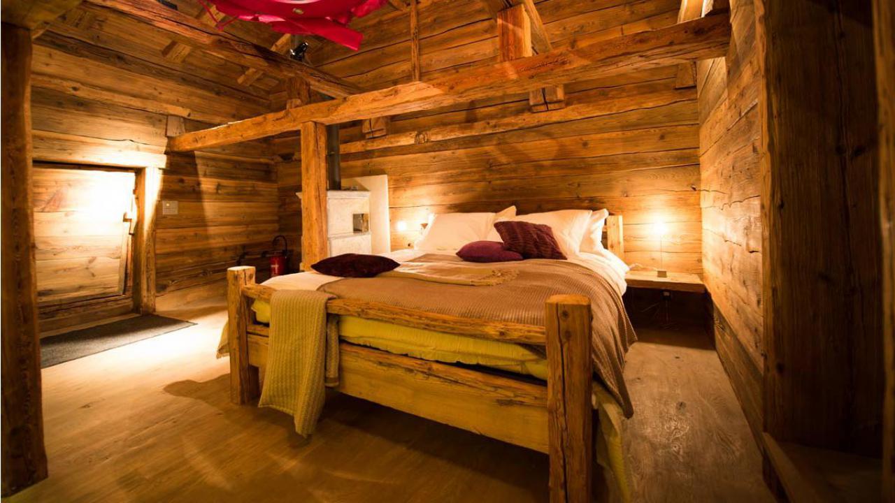 s jour dans un chalet romantique. Black Bedroom Furniture Sets. Home Design Ideas