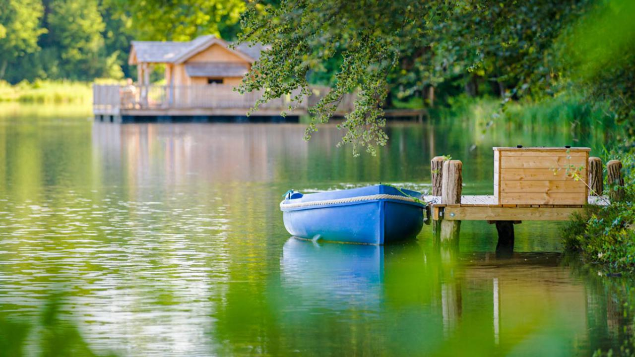 cabane romantique sur le lac une nuit avec spa petit. Black Bedroom Furniture Sets. Home Design Ideas