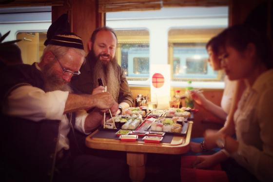 Train Sushi - Sushis et boissons pour quatre personnes 1 [article_picture_small]
