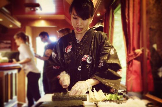 Train Sushi - Sushis et boissons pour quatre personnes 3 [article_picture_small]