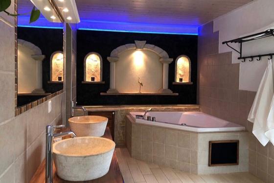 Séjour à la Chambre d'Or - 1 nuit pour 2 personnes avec bains à remous et petit déjeuner  [article_picture_small]