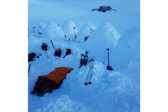 Übernachtung im Iglu - mit Schneeschuhwanderung im Fackelschein und Schlittelplausch 4 [article_picture_small]