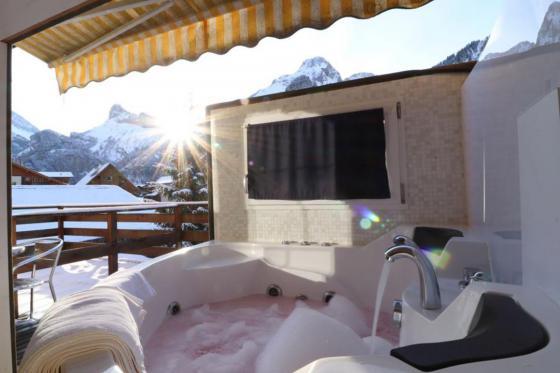 Loveroom-Suite Übernachtung - Suite mit Whirlpool, Cheminée und Garten 2 [article_picture_small]