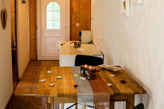 Loveroom-Suite Übernachtung - Suite mit Whirlpool, Cheminée und Garten 6 [article_picture_small]