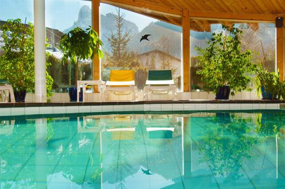 Loveroom-Suite Übernachtung - Suite mit Whirlpool, Cheminée und Garten 8 [article_picture_small]