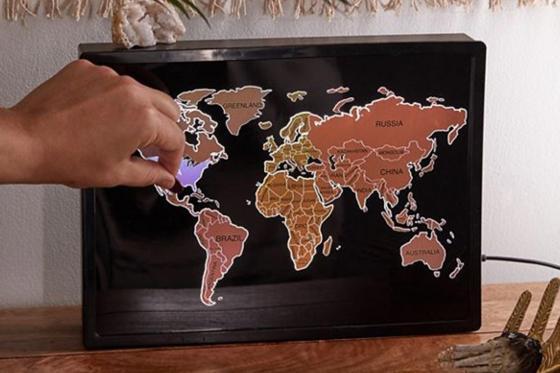 Boîte lumineuse mappemonde - Carte à gratter 1