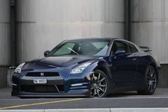 Nissan GT-R R35 - für eine Stunde mieten  [article_picture_small]