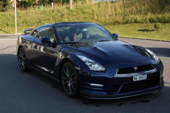 Nissan GT-R R35 - für eine Stunde mieten 2 [article_picture_small]
