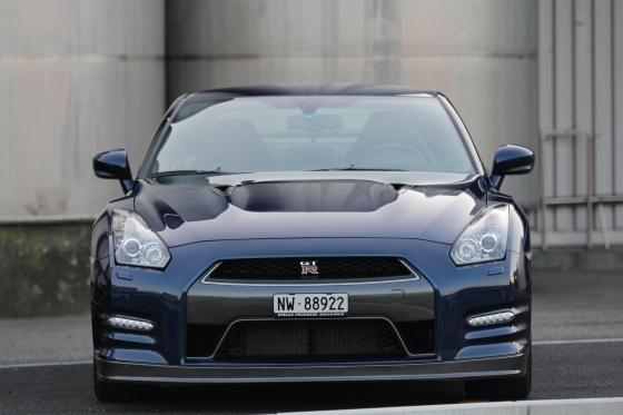 Nissan GT-R R35 - für eine Stunde mieten 3 [article_picture_small]